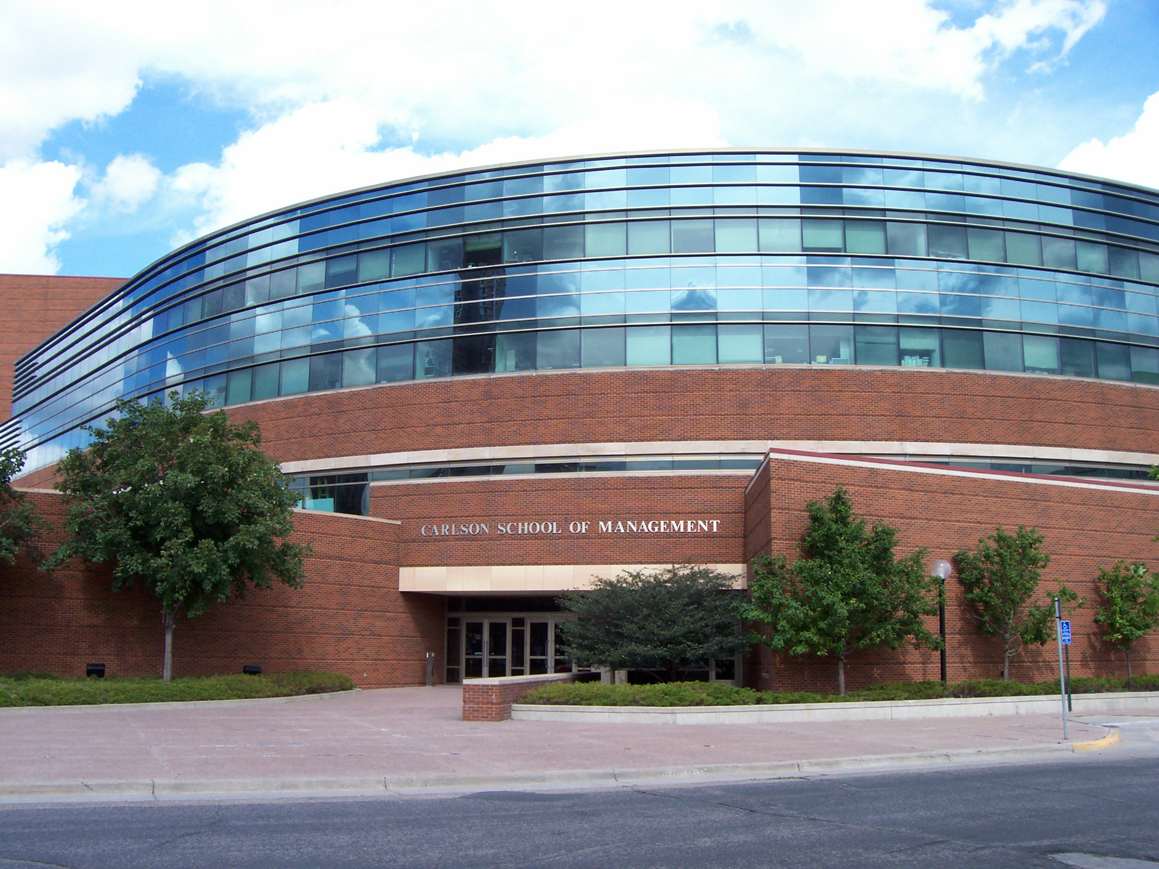 Experiential Learning at the Carlson School of Management - mbaMission